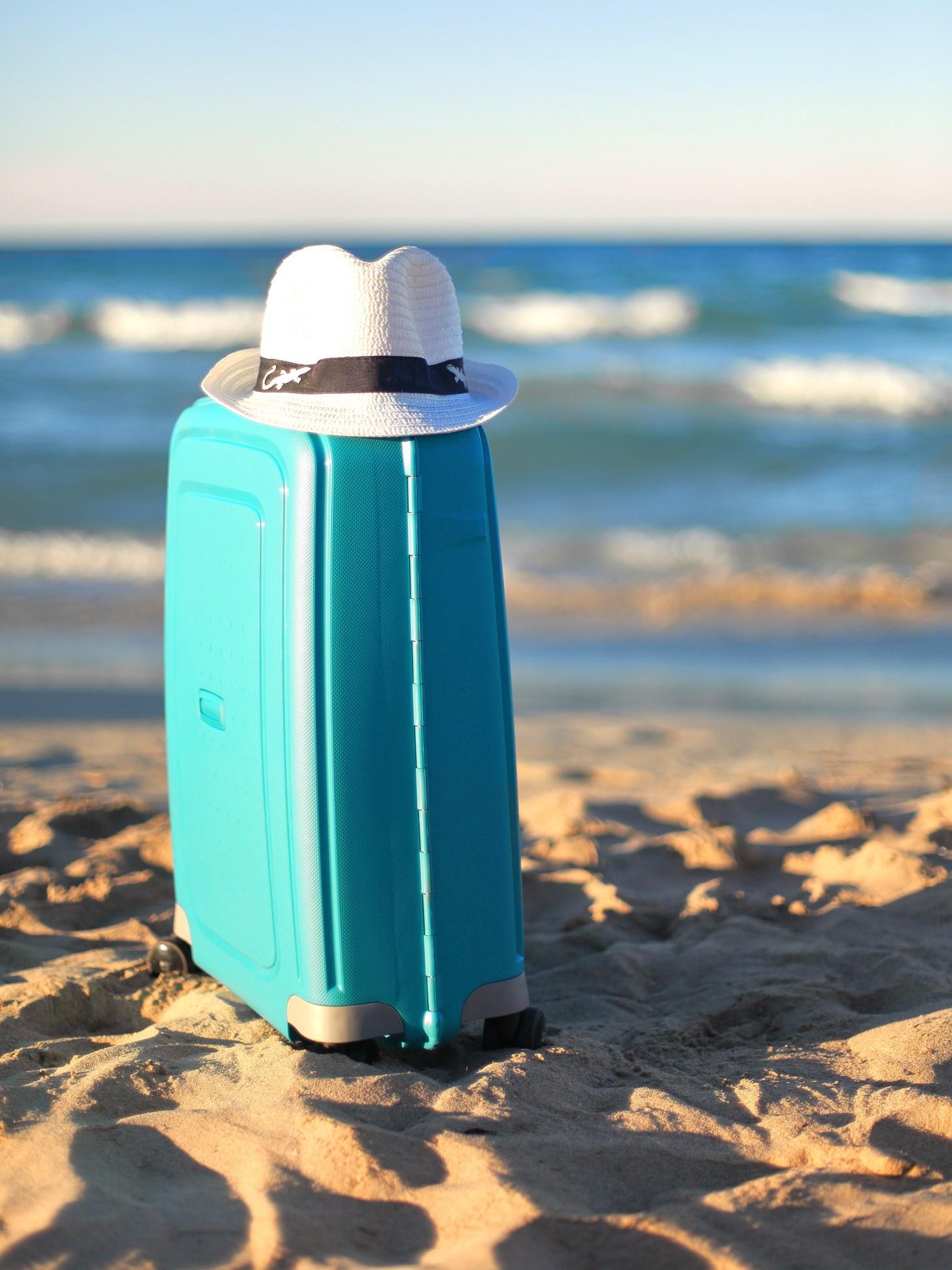 blue-suitcase-white-hat